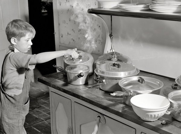 Мальчик на кухне (The boy in the kitchen)