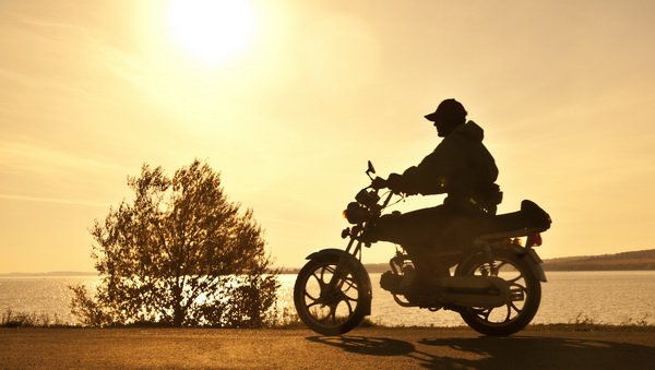 Мотоциклист на фоне заката (Rider at sunset)